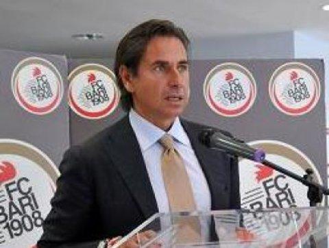 Calcio: Bari; ultras contestano squadra, 'tronisti o prof?'