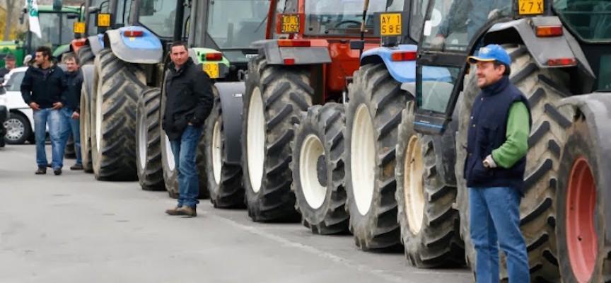 In centinaia con trattori 'invadono' nord barese