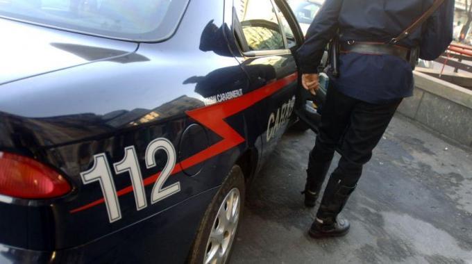 Strattona carabiniere che gli sta facendo multa: arrestato